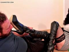 Bottes, Femme dominatrice, Fétiche des pieds, Italienne, Léchez
