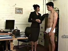 Homme nu et filles habillées, Femme dominatrice, Fessée, Professeur