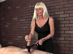 Femme dominatrice, Branlette thaïlandaise, Massage