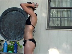 Sexy Cindy takes an outdoor shower