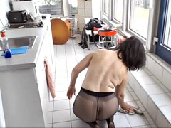 Mature cleaning in pantys and masturbaste