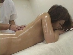 HerbaL OiL Massage TOMO 01