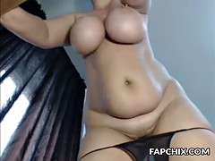 attractive huge boobs camslut plays with her pussy and squirts