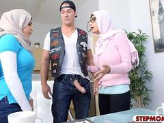 アラブ, 巨乳な, 淫乱熟女, ヤリマン, ティーン, 三人