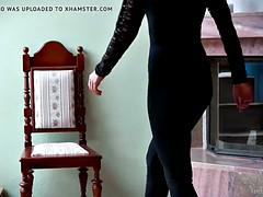 Brunette brune, Masturbation, Nénés