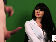 Britannique, Brunette brune, Homme nu et filles habillées, Femme dominatrice, Hd