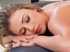 Blondine, Massage