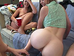 Amateur, Universitaria, Universidad, Linda, Consolador, Residencia universitaria, Lesbiana, Adolescente