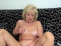 Horny mom love solo sex.