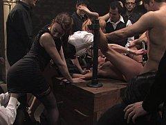 Brunette brune, Extrême, Groupe, Hard, Humiliation, Punition, Esclave, Attachée