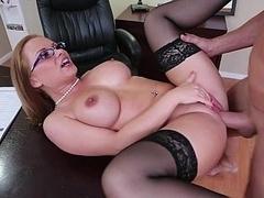Секс без цензуры, Милф, В офисе