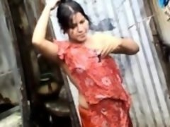 Bangla desi town women washing in Dhaka town HQ (4)