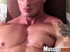 Muscle bodybuilder rimjob and cumshot