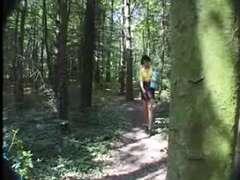 Amatrice Partouzer dans les bois
