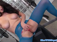 Squirting babe finger banged and pussyfucked