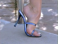 Silvia Oiled feet pussy play