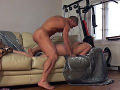 Hungarian wife made weaker on leather couch
