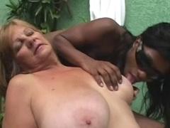 Blonde, Noir ébène, Mamie