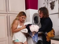 Guys decided to have amazing sex while doing their laundry