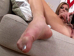 blonde Fetish babe Uses Her High Heel footwear To Masturbate - Heel in Pussy