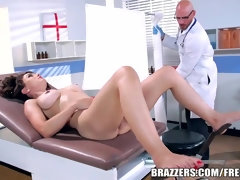 BRAZZERS – GRUBBY MEDIC HUMPS CYTHEREA - BucetaHD.com