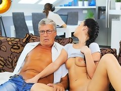 DADDY4K. Smart 18yo schoolgirl revenges on busy BF by seducing...